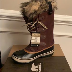 Joan of Arctic Sorel boots, women's size 8.5
